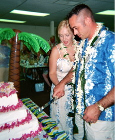 Robbie & Mike cutting their wedding cake.