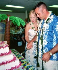 Robbie & Mike cutting their wedding cake.